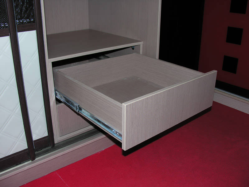 шкаф-купе с ящиками